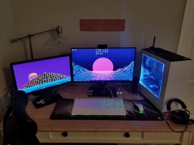 PC_Desk_MultiDisplay96_97.jpg