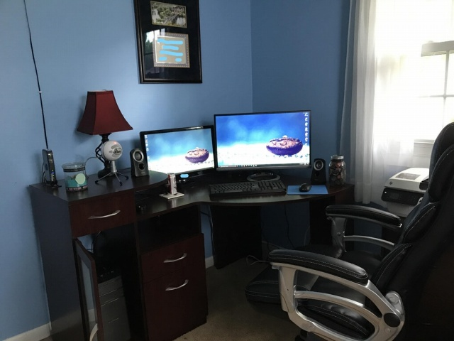 PC_Desk_MultiDisplay97_65.jpg
