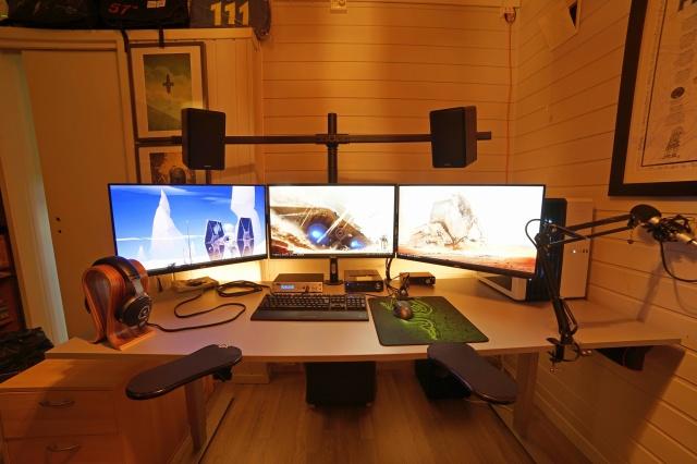 PC_Desk_MultiDisplay98_01.jpg