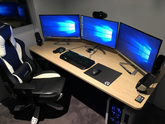 PC_Desk_MultiDisplay98_48.jpg