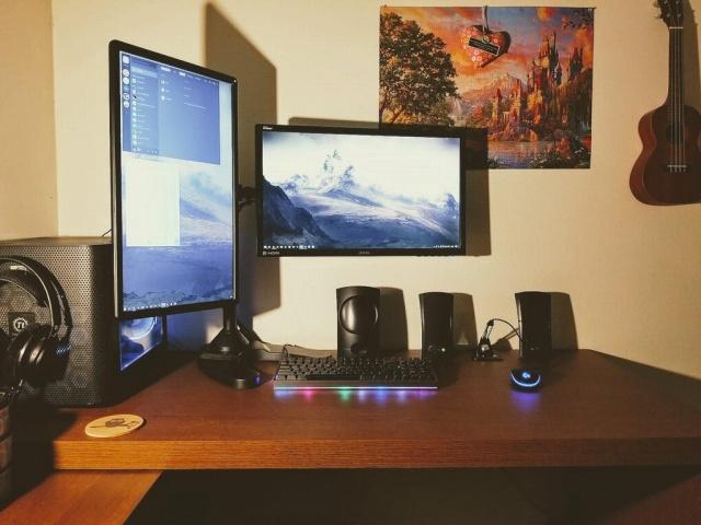 PC_Desk_MultiDisplay98_58.jpg