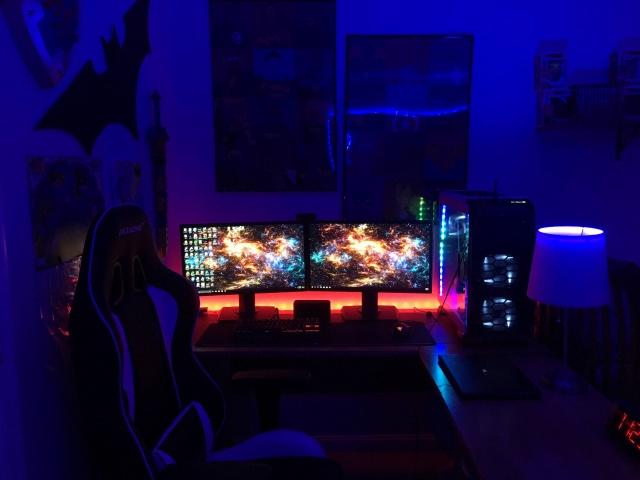 PC_Desk_MultiDisplay99_100.jpg