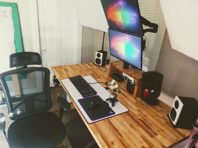 PC_Desk_MultiDisplay99_12.jpg