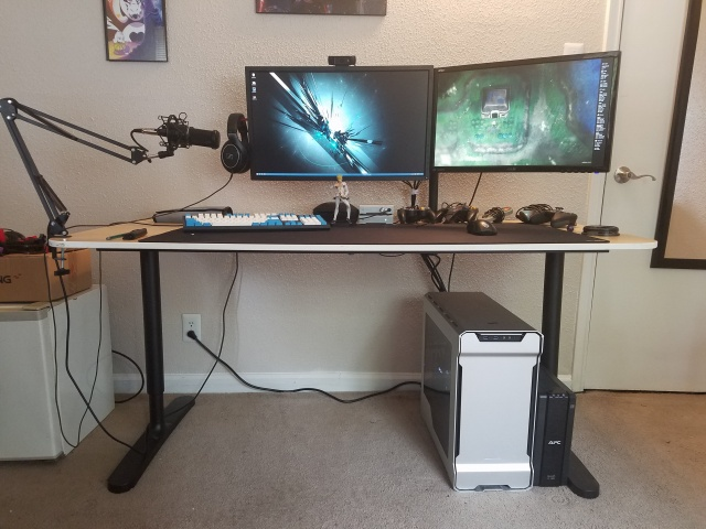PC_Desk_MultiDisplay99_73.jpg