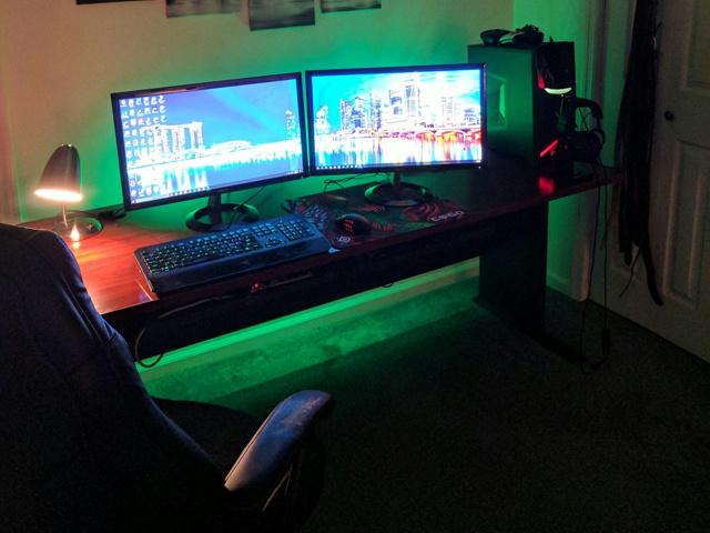 PC_Desk_MultiDisplay99_89.jpg