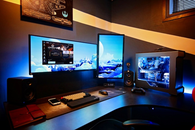 PC_Desk_UltlaWideMonitor19_01.jpg