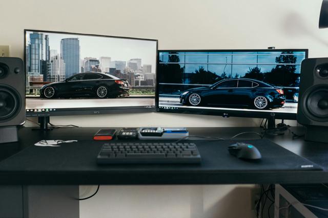 PC_Desk_UltlaWideMonitor19_02.jpg