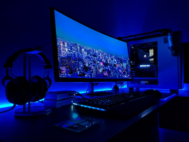 PC_Desk_UltlaWideMonitor19_100.jpg