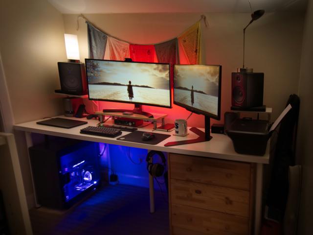 PC_Desk_UltlaWideMonitor19_12.jpg