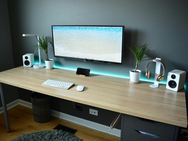 PC_Desk_UltlaWideMonitor19_23.jpg