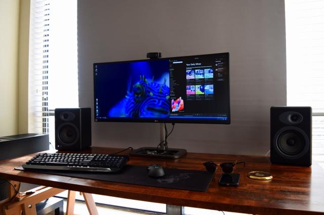 PC_Desk_UltlaWideMonitor19_34.jpg