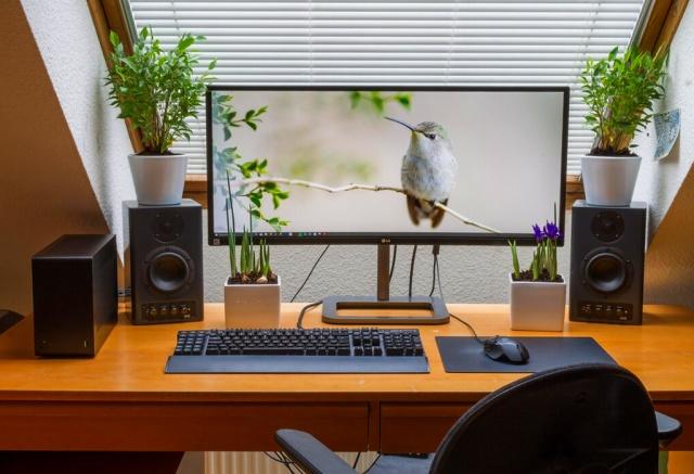 PC_Desk_UltlaWideMonitor19_42.jpg