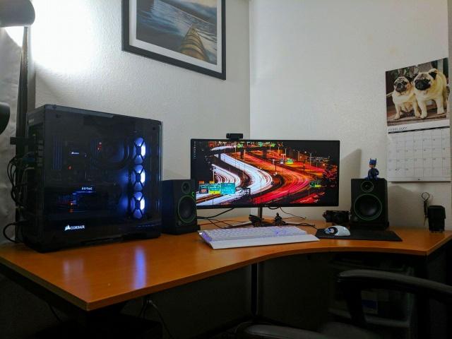 PC_Desk_UltlaWideMonitor19_59.jpg