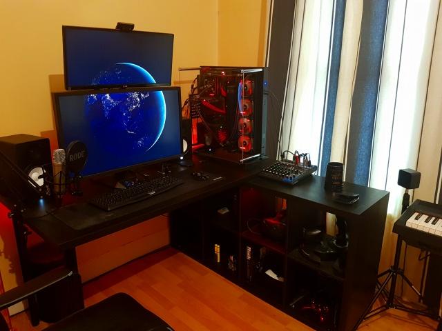 PC_Desk_UltlaWideMonitor19_60.jpg