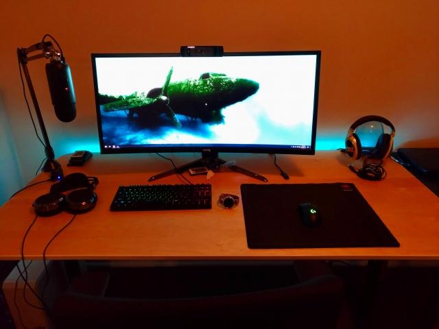 PC_Desk_UltlaWideMonitor19_69.jpg