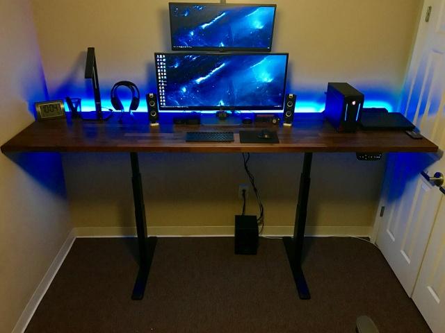 PC_Desk_UltlaWideMonitor19_72.jpg