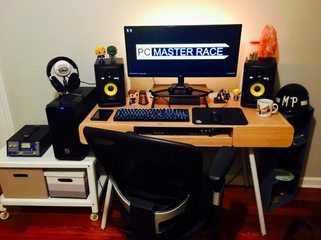 PC_Desk_UltlaWideMonitor19_80.jpg