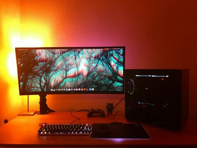 PC_Desk_UltlaWideMonitor19_86.jpg