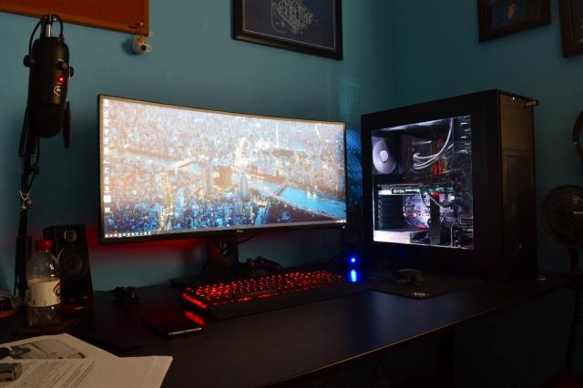 PC_Desk_UltlaWideMonitor19_89.jpg