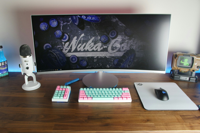PC_Desk_UltlaWideMonitor19_90.jpg
