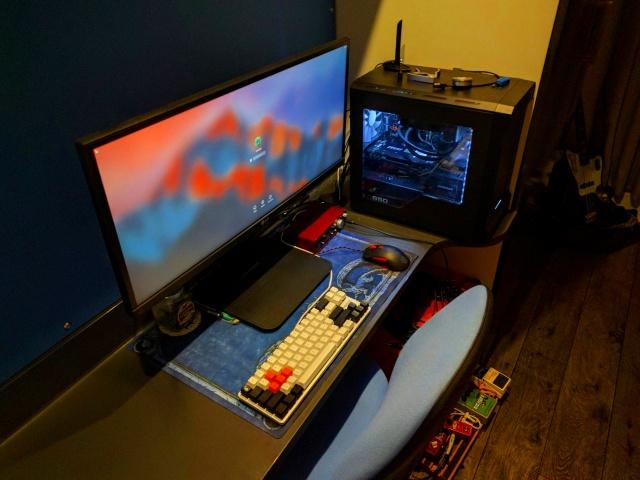 PC_Desk_UltlaWideMonitor19_99.jpg