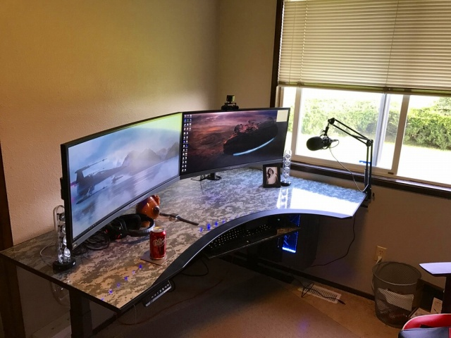 PC_Desk_UltlaWideMonitor20_58.jpg