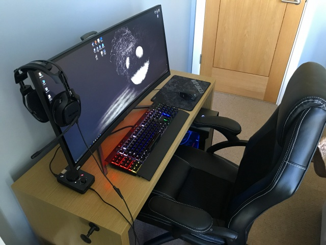 PC_Desk_UltlaWideMonitor20_61.jpg