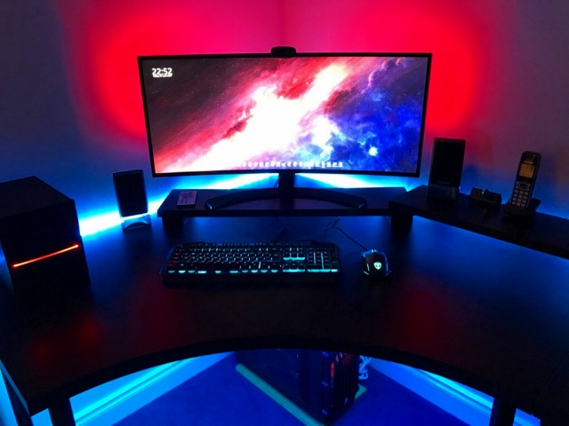 PC_Desk_UltlaWideMonitor20_81.jpg