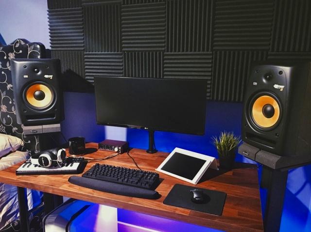 PC_Desk_UltlaWideMonitor20_93.jpg