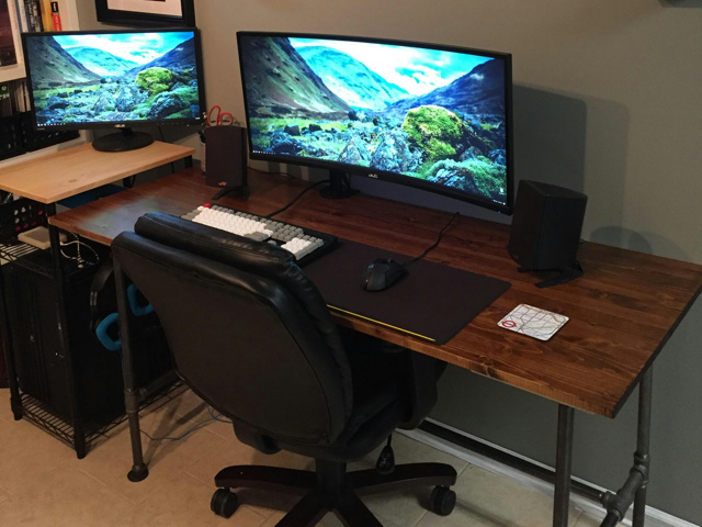 PC_Desk_UltlaWideMonitor21_06.jpg