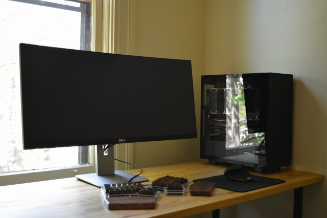 PC_Desk_UltlaWideMonitor21_13.jpg