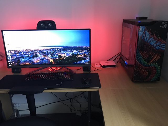 PC_Desk_UltlaWideMonitor21_30.jpg
