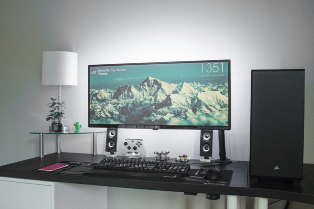 PC_Desk_UltlaWideMonitor21_35.jpg