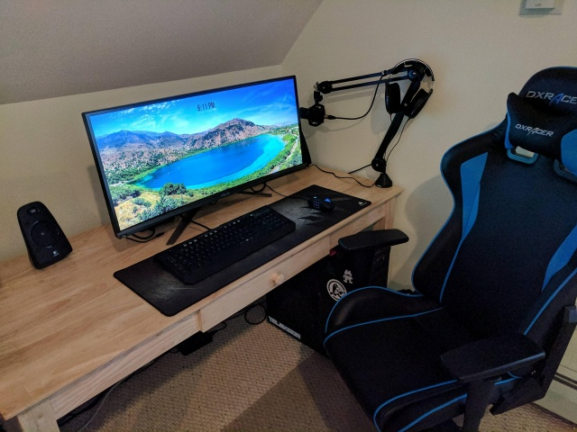 PC_Desk_UltlaWideMonitor21_80.jpg