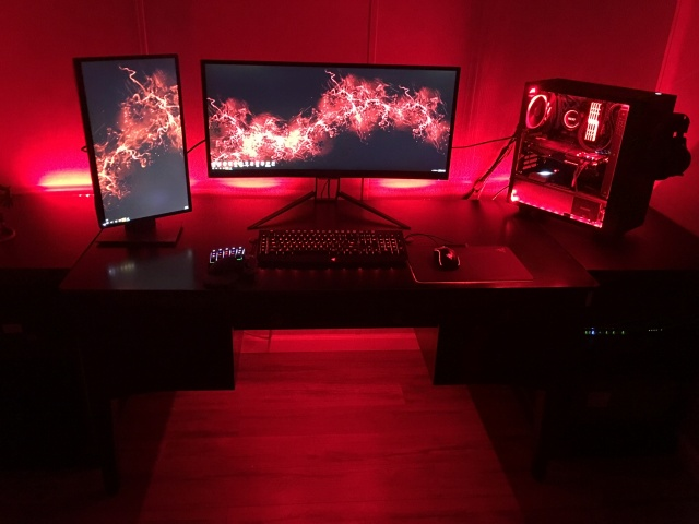 PC_Desk_UltlaWideMonitor22_21.jpg