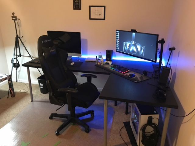 PC_Desk_UltlaWideMonitor22_28.jpg