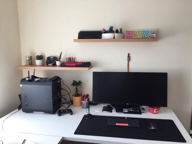 PC_Desk_UltlaWideMonitor22_59.jpg