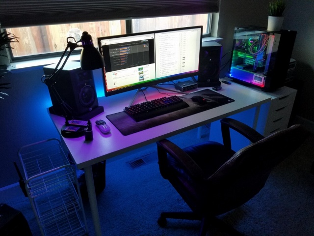 PC_Desk_UltlaWideMonitor22_66.jpg