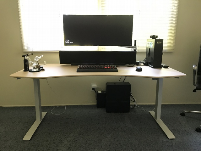 PC_Desk_UltlaWideMonitor22_71.jpg