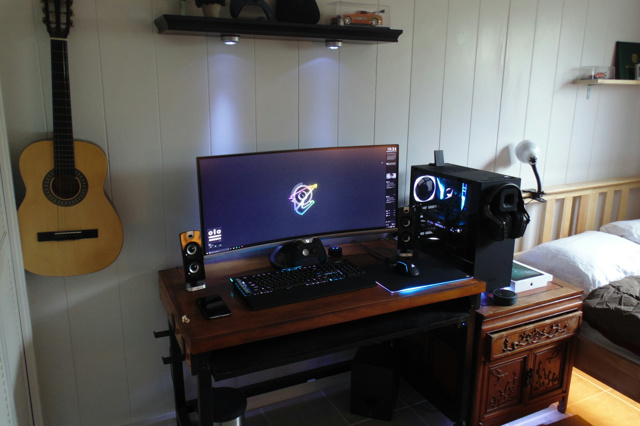 PC_Desk_UltlaWideMonitor22_78.jpg