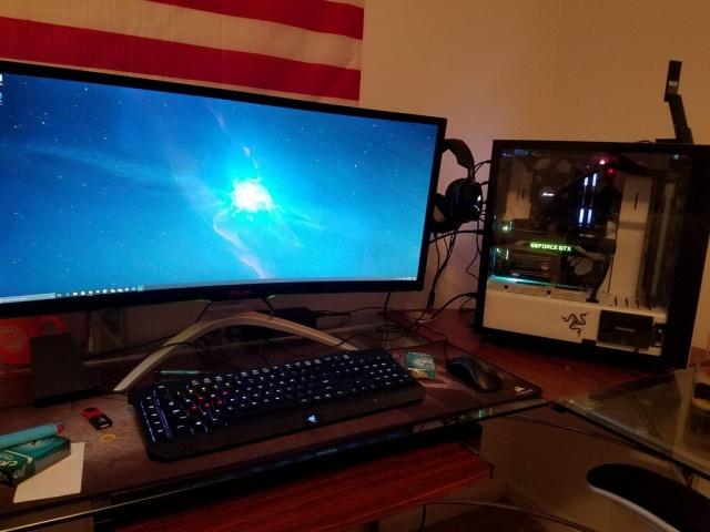 PC_Desk_UltlaWideMonitor23_12.jpg