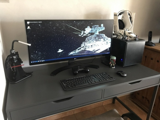 PC_Desk_UltlaWideMonitor23_13.jpg