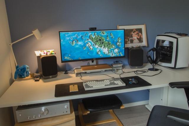 PC_Desk_UltlaWideMonitor23_17.jpg