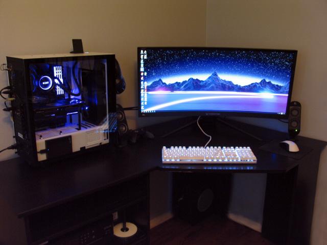 PC_Desk_UltlaWideMonitor23_26.jpg