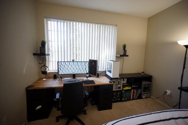 PC_Desk_UltlaWideMonitor23_35.jpg