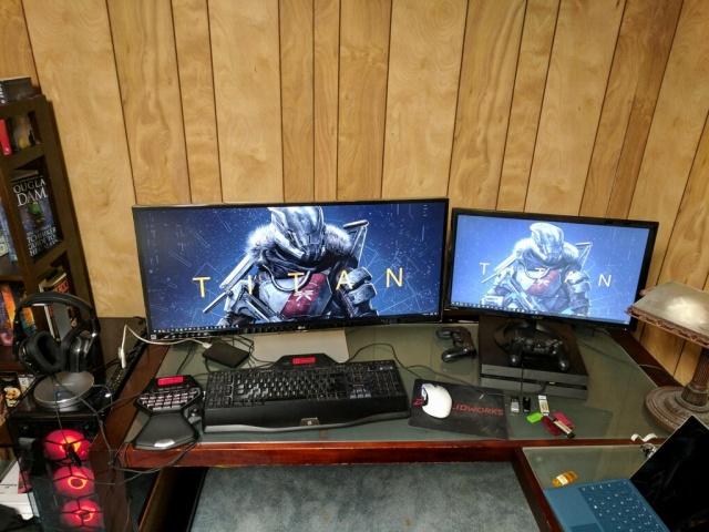 PC_Desk_UltlaWideMonitor23_37.jpg