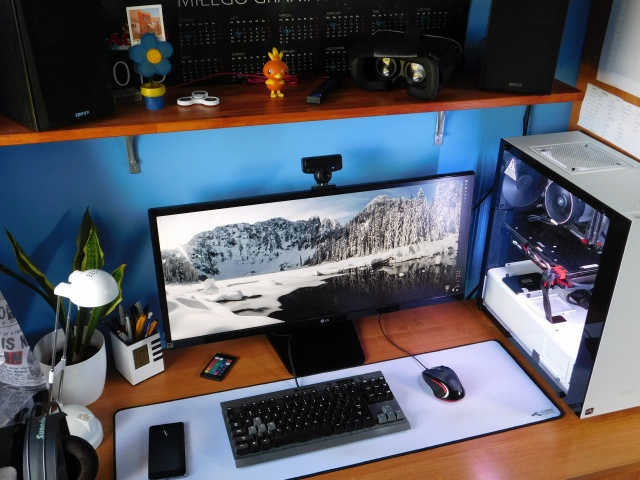 PC_Desk_UltlaWideMonitor23_38.jpg