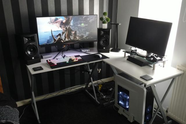 PC_Desk_UltlaWideMonitor23_41.jpg