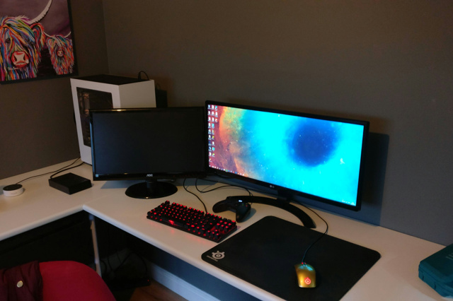 PC_Desk_UltlaWideMonitor23_42.jpg