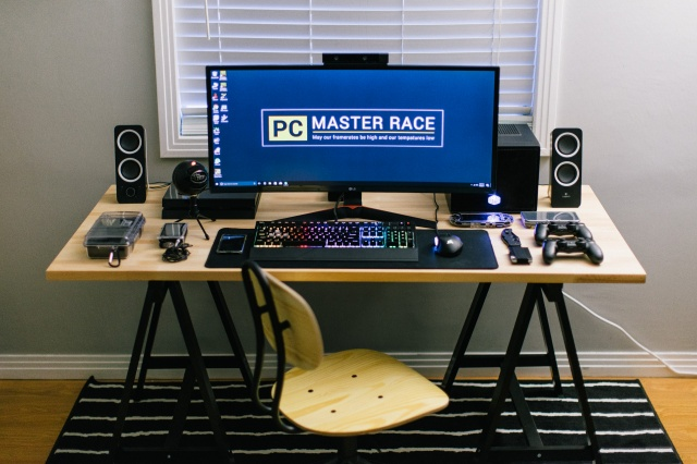 PC_Desk_UltlaWideMonitor23_46.jpg